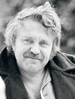 ??  ?? V exilu v Sázavě, kde právě dopsal Katyni, rok 1978.