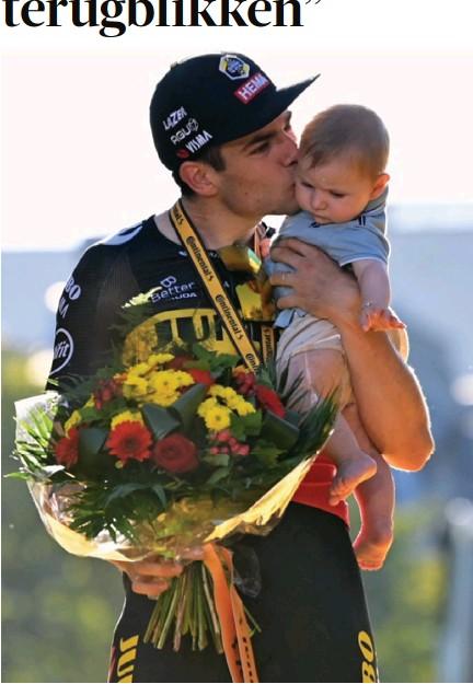 """?? FOTO BELGA ?? Wout van Aert met zoontje Georges: """"Een beeld om nooit te vergeten"""", zegt Wouts moeder Yvonne."""