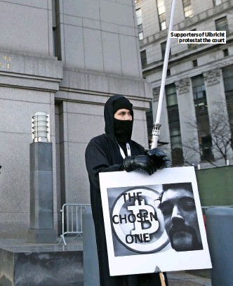 ??  ?? Supporters of Ulbricht protest at the court