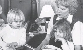 ??  ?? Mia Farrow, with her children Ronan, left, and Dylan. A new docuseries airing on HBO puts the spotlight once more on writer Dylan Farrow's accusation of sexual assault at the hands of her adoptive father, filmmaker Woody Allen.