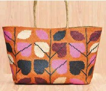 ??  ?? Eva Marie Arts and Crafts' handwoven bags made from tikog reeds.