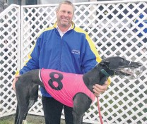 ?? PHOTO: STEVE HEPBURN ?? The smile says it all . . Rangiora trainer Garry Cleeve with Pearls Are Us, who won the Colin Keen Memorial at Forbury Park yesterday.