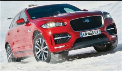 ??  ?? Le 4x4 Jaguar, grâce à ses aides à la conduite, peut s'aventurer loin de l'asphalte. Jaguar F-Pace 20d R-Sport BVA 61 200 € 180 ch CO2 : 157 g/km