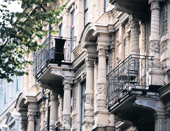 ?? Bild: Robin Aron ?? Priserna på villor och bostadsrätter har länge ökat, men i juni vände det.