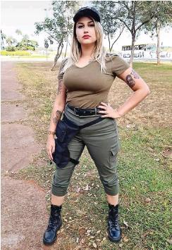 ?? Foto: Twitter/Sara Winter ?? Führender Kopf der rechtsradikalen »300 aus Brasilien«: Die 27-jährige Ex-Feministin Sara Fernanda Giromini alias Sara Winter