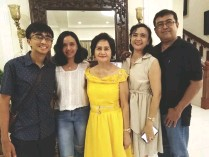 ??  ?? TERRY Bernardo poses with Ram and Ruby Magtoto and family's