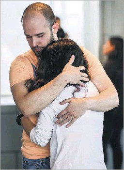 ?? Ryan Michalesko/staff Photographer ?? Husband Miguel Osornio consoled Atziry Mireles after a meeting Thursday with Grand Prairie police investigators. Her sister's body was found April 3 in Mountain Creek Lake.