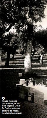 ??  ?? Pausa na caça para almoçar em Vila Viçosa. O Rei D. Carlos está ao centro da mesa, de charuto na mão