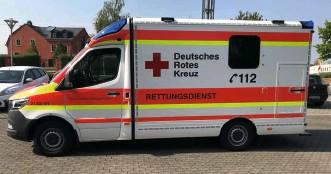 """??  ?? In Arzfeld stationierte das DRK diesen neuen RTW des Modells """"Rheinland-pfalz""""."""