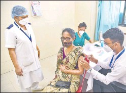 ?? HT PHOTO ?? A beneficiary gets vaccinated against Covid-19 in Navi Mumbai on Friday.