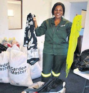 ??  ?? Foskor Richards Bay's Thembile Jobe delivered boxes of clothing collected at the Foskor line