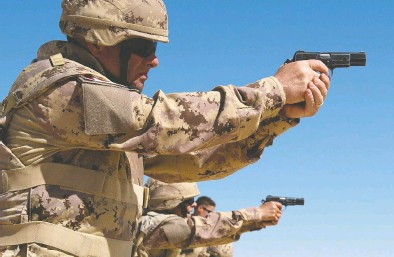 ?? COURTESY CANADIAN FORCES ?? The Canadian Forces wants to replace as many as 16,500 Browning handguns in a deal worth up to $18 million.