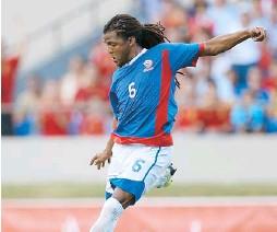 ??  ?? ALEXIS RIVERA juega con Caguas Criollos en División 1 de la Liga Nacional.