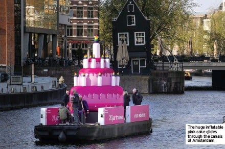 ??  ?? The huge inflatable pink cake glides through the canals of Amsterdam