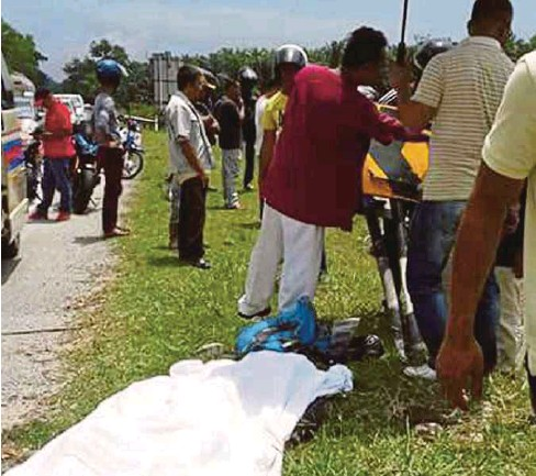 ??  ?? RAJA Asri maut selepas terbabas di KM 63 Jalan Kuala Terengganu-Kota Bharu.