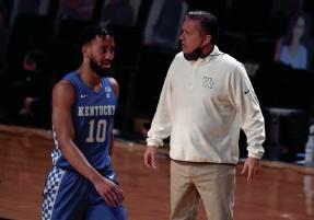 ?? CHRISTOPHER HANEWINCKEL/USA TODAY SPORTS ?? Coach John Calipari's Kentucky squad is 8-13 but has won three in a row.