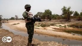 ??  ?? A Nigerian soldier on border patrol duty