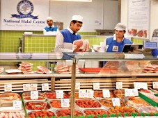 ??  ?? Display: A halal meat counter at a Birmingham Tesco