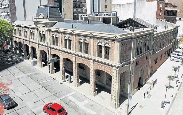 ??  ?? MERCADO DE LOS CARRUAJES. Está íntegramente construido con los ladrillos prensados San Isidro, dispuestos en aparejo inglés con juntas resaltadas.