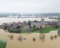 ??  ?? Flooded fields near Tewkesbury, Gloucestershire