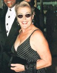 ?? PHOTO: REUTERS ?? Hear her roar . . . Helen Reddy arrives at the International Achievement in Arts Awards in Beverly Hills in 1998.