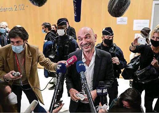 """?? Foto: AFP ?? Der Anwalt von """"Charlie Hebdo"""", Richard Malka, zeigte sich zufrieden nach der Urteilsverkündung im Prozess um den islamistischen Terroranschlag auf das französische Satiremagazin."""