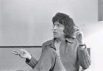 ?? WILLIAM E. SAURO/THE NEW YORK TIMES ?? Playwright Tom Stoppard during an interview in New York on April 23, 1972. Hermione Lee's biography of Stoppard covers his rigorous research and writing habits, his famous friends and his political thinking.