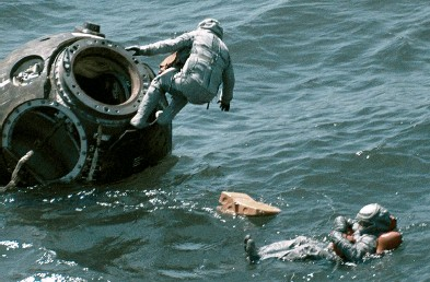 ??  ?? Oleg Makarov (right, during a 1978 training exercise in the Black Sea) was another of the cosmonauts preparing for a lunar mission in the late1960s. A decade later, though, the mission had switched to guiding a Soyuz spacecraft to rendezvous with a space station in Earth orbit.