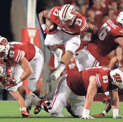 ?? MARK HOFFMAN / MILWAUKEE JOURNAL SENTINEL ?? Wisconsin running back Jonathan Taylor finds a seam in the Western Kentucky defense during the first half Friday night at Camp Randall Stadium.