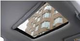 ??  ?? Люк в крыше немаленький и прибавляет света в салоне: ещё немного, и у китайцев появятся панорамные крыши.