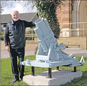 ??  ?? Willie MacDonald is pleased to see the artillery piece restored.