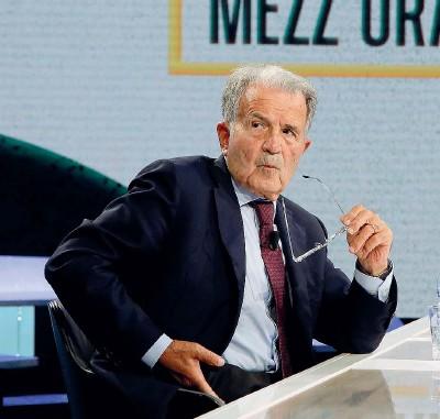 ??  ?? Ex premier Romano Prodi, 82 anni, è stato due volte presidente del Consiglio (dal 1996 al 1998 e dal 2006 al 2008) e presidente della Commissione europea dal 1999 al 2004