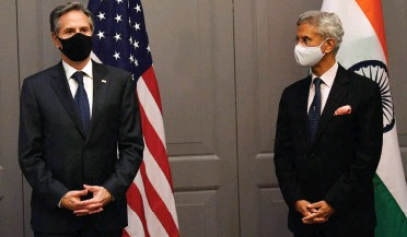 ?? FOTO: AFP ?? Ministrul indian de Externe Subrahmanyam Jaishankar (dreapta) și secretarul de stat american Antony Blinken în urma unei întâlniri bilaterale de luni.