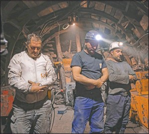 ??  ?? Miners pray after breaking their fast.
