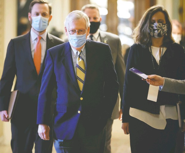 ?? CHIP SOMODEVILLA / GETTY IMAGES ?? Mitch Mcconnell, centre, was critical of former U.S. president Donald Trump in the Jan. 6 riot at the Capitol even though he voted to acquit.