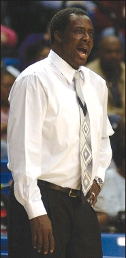 ?? (Arkansas Democrat-Gazette file photo) ?? Former Earle Coach Billy Joe Murray, here coaching in the Class 2A state championship in 2008, led the Bulldogs to six state titles during his tenure from 2004-18.