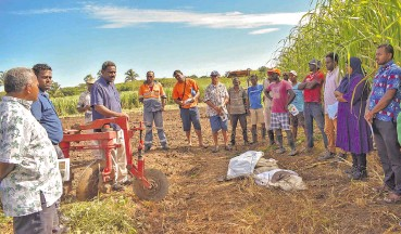 ??  ?? The Sugar Research Institute of Fiji staff members working with farmers in Ba on April 15, 2021.