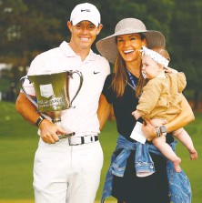 ?? JARED C. TILTON/GETTY IMAGES ?? Rory McIlroy celebrates with his wife Erica and daughter Poppy after his Wells Fargo win.