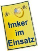 ??  ?? Fachmann unterwegs: Dieses Schild ist am Wagen von Imker Holger Ackermann zu lesen.