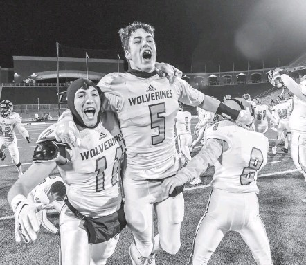 ?? DOUG KAPUSTIN FOR THE WASHINGTON POST ?? Nick Lockhart, getting a victorious lift from Cameron Beebe, left, hauled in six passes for 116 yards and a touchdown for Woodgrove.