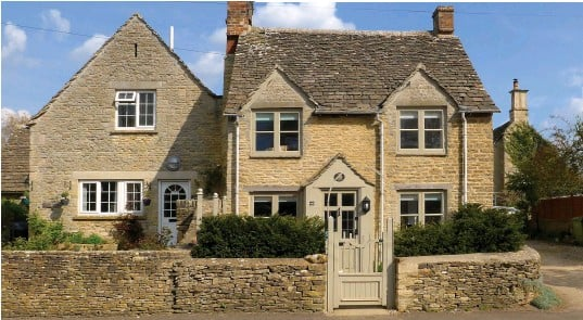 ??  ?? STONE-COLD STUNNER: Gable Cottage in Cirencester is big on Cotswolds charm and includes window seats and a wood-burning stove