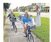 ??  ?? Madi­son Leitch, right, and her mother, Janet, ride near Gal­le­ria Mall on bikes pro­vided by Broward B-cy­cle.