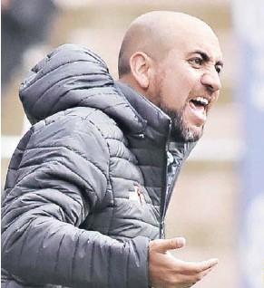 ??  ?? SEBASTIÁN NÚÑEZ llegó a Bolivia en 2018, logrando el ascenso a Primeracon el FATIC. Ahora acaba de asumir en el campeón Always Ready.