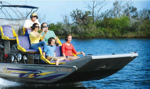 ??  ?? CAPTAIN STU'S AIRBOAT TOURS • DISCOVER CRYSTAL RIVER