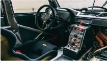 """??  ?? Omgivet af kølekanaler og """"push rod suspension"""" ligger 690Rc-motoren, der blev introduceret halvvejs gennem '96-saesonen. ▶"""