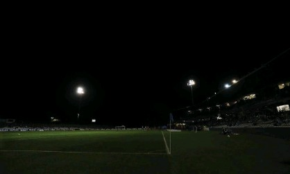 ?? Photograph: Mark Metcalfe/Getty Images ?? Lightning strikes took out the lights at Jubilee Stadium on Wednesday night.