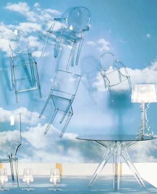 ??  ?? Leggeri I mobili trasparenti, simbolo di Kartell, realizzati per il 65 per cento da scarti vegetali ma con le stesse caratteristiche del policarbonato