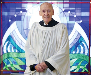 ??  ?? 'Remarkable achievement': Peter Reilly, 100, who has been honoured by two Popes