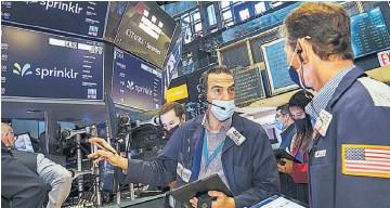 ??  ?? Alza. El Nasdaq, en el que cotizan las principales tecnológicas, aumentó un 0.13 %.