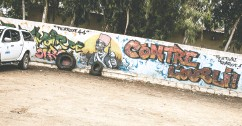 """??  ?? A mural in Thiaroye, Senegal, reminds not to forget the soldiers who were killed in 1944. """"As soon as victory came, they were erased,"""" a historian says."""